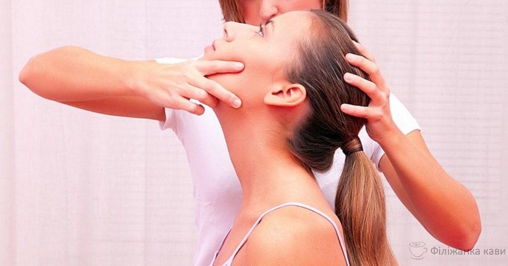 7 порад для швидкого усунення болю в шиї, які дійсно  ефективні