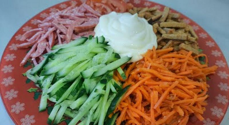 """Салат """"Вогні Парижа"""". Салат який не потрібно варити. Ідеально смачно, швидко і просто."""