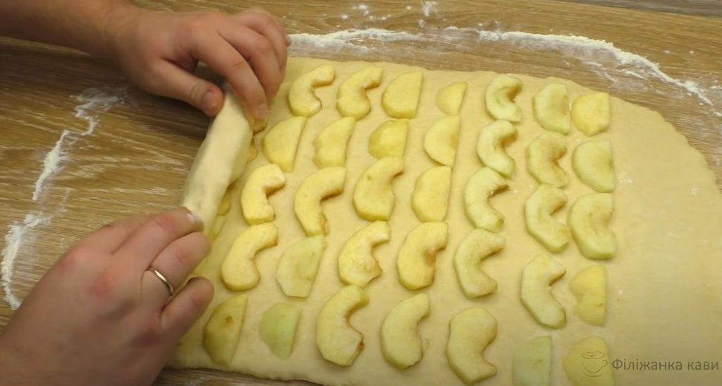 Всього 3 яблука і смачний яблучний пиріг готовий. Готую за лічені хвилини: простий десерт на сковороді